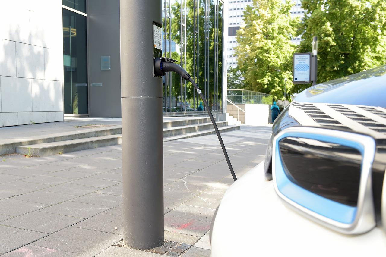 Ladestation Smart Pole Light & Charge